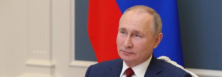 Putin sa nechal zaočkovať za zatvorenými dverami. Neprezradil ani to, akou vakcínou