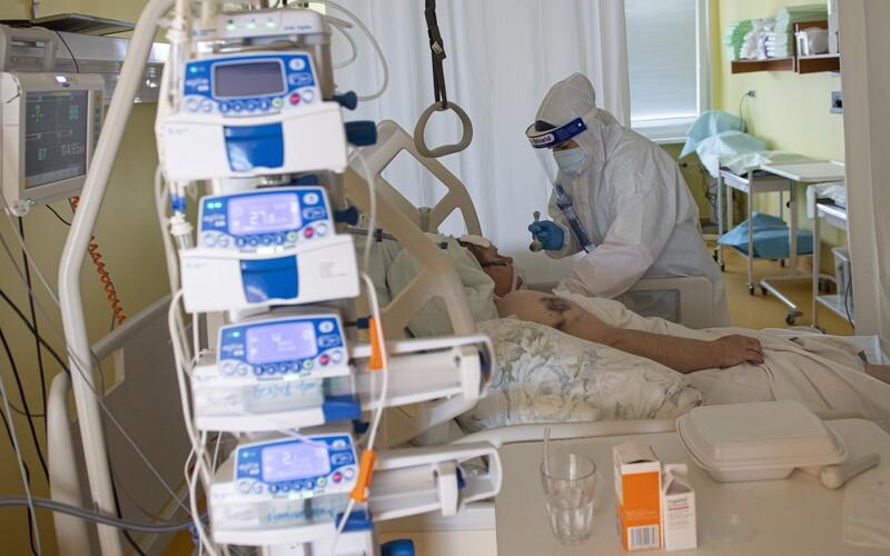 KORONAVIRUS: V Česku přibylo 672 nakažených, nejvíce za několik měsíců.