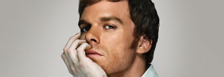 Známe novou identitu Dextera Morgana. Jmenuje se Jim, pracuje v obchodě a chybí mu zabíjení