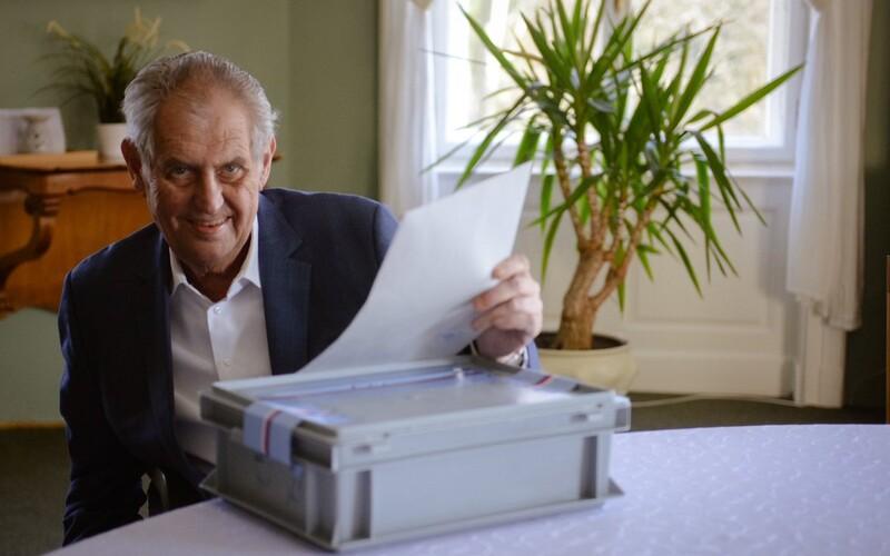 Prezident Miloš Zeman měl před návštěvou Vondráčka trénovat podpis.