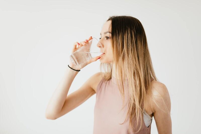 Koľko litrov minerálok vypije priemerný Slovák za týždeň?