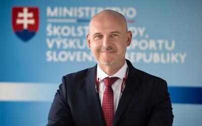 Deviaty ročnik ZŠ by sa mohol zrušiť, navrhuje minister. Zmena však potrvá roky.
