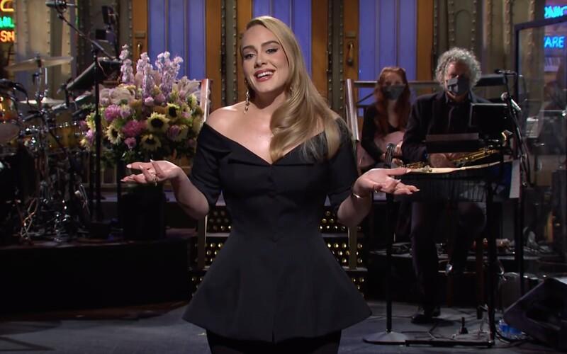 Adele sa po rokoch vrátila do SNL, ukázala svoju schudnutú postavu.