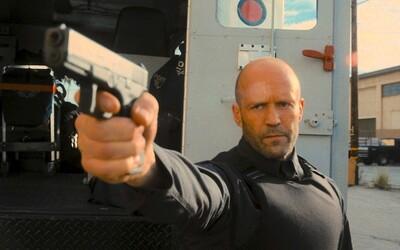 Jason Statham sa v akčnej pecke Wrath of Man mstí za zabitie svojho syna. Sleduj explozívny trailer od Guya Ritchieho