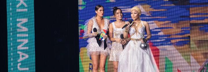 Nicki Minaj v maske medúzy od Versace či farebná Dua Lipa. Aké róby predviedli celebrity na MTV EMA 2018?