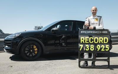 """Porsche má další rekord na Nürburgringu, chystaný """"Performance Cayenne"""" je nejrychlejším SUV na slavném okruhu."""