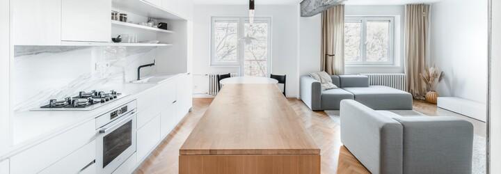 Architekt vďaka rekonštrukcii premenil 3-izbový byt z 50. rokov v samom srdci Bratislavy na dokonalé bývanie pre mladú rodinu