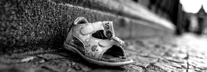Madeleine McCann zmizela beze stopy před 12 lety. Nezvěstná holčička vyvolala mediální šílenství, které ničí životy jejím blízkým