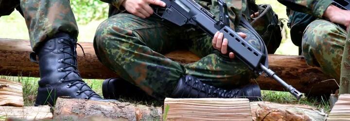 Rakúsky vojak si dal na semenníky vytetovať hákový kríž. Pôjde na 19 mesiacov do väzenia