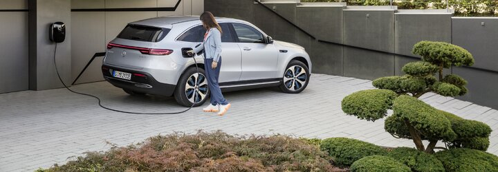 Jeden z prvních prémiových elektromobilů je na světě. Nové EQC má 408 koní a dojezd 450 km