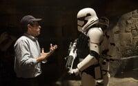 Abrams hovorí o tom, ako dokázal dať dokopy príbeh k Epizóde VII a ako sa podieľal na Epizóde VIII