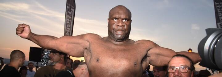 MMA vs. sumo, ale i boj muže proti ženě v Rusku: Podívej se na zápasy s obrovskými váhovými rozdíly