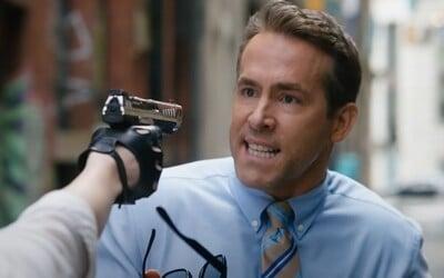 Ryan Reynolds žije svoj život GTA. Letná komédia Free Guy z neho spraví postavu vo videohre, ktorá sa vzoprie programátorom