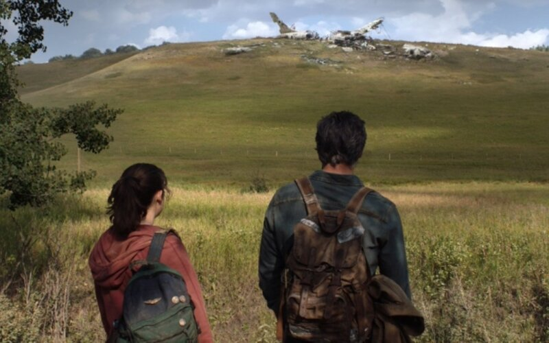 Takto vyzerá seriál The Last of Us. HBO ukázalo prvú fotku so zrúteným lietadlom.