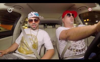 Adam Ďurica rapuje Keď jazdíme my od Kontrafaktu v debutovej časti slovenského Carpool Karaoke
