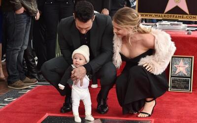 Adam Levine představil světu svoji dceru při přebírání hvězdy na chodníku slávy
