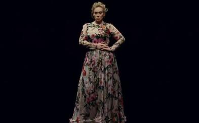 Adele predstavuje umelecky ladený videoklip, v ktorom speváčku uvidíme dokonca aj tancovať