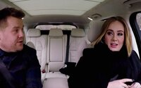 Adele predviedla jej rapové zručnosti, keď si počas Carpool Karaoke zobrala do parády riadky od Nicki Minaj