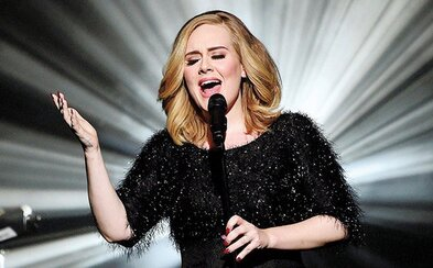Adele se oficiálně stala nejprodávanějším umělcem roku 2015
