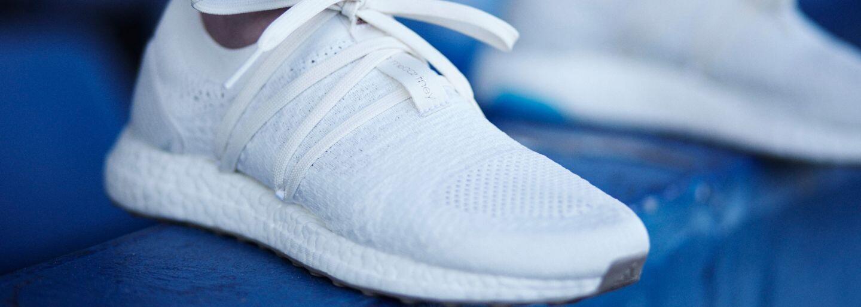 Adidas opäť siahol po recyklovaných plastoch z oceánu a vytvoril nádhernú dámsku tenisku v pôsobivom bielom šate