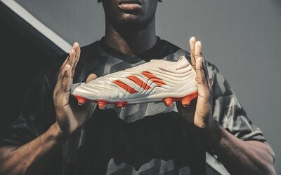 adidas přináší fotbalovou revoluci. Beztkaničková kopačka žene hráče k ještě lepšímu výkonu