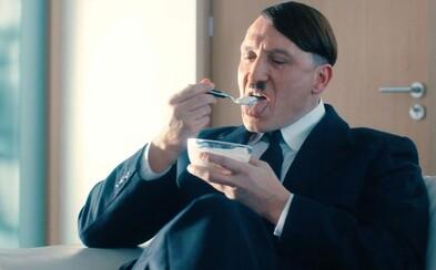 Adolf Hitler vstal z mŕtvych a v najnovšom filme sa opäť pokúša rozbehnúť politickú kariéru v modernom Nemecku