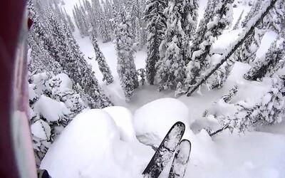 Adrenalínová jazda lyžiara plná trikov, po ktorých dostanete chuť na Alpy