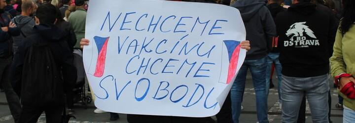 V Praze protestovala stovka lidí proti povinnému očkování dětí. To ale povinné není