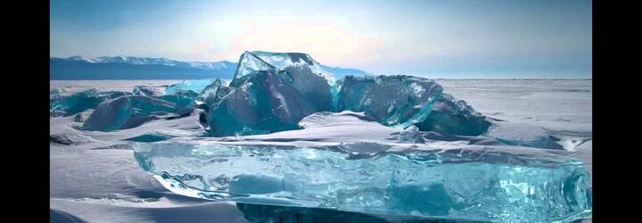 Na sibiřské pláži se objevily obrovské sněhové koule. Způsobil je vzácný přírodní fenomén