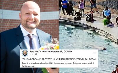 Tomuto hovorím dezoláti. Minister Jaroslav Naď ukazuje na demonštrantov a plavca vo fontáne pred palácom prezidentky.