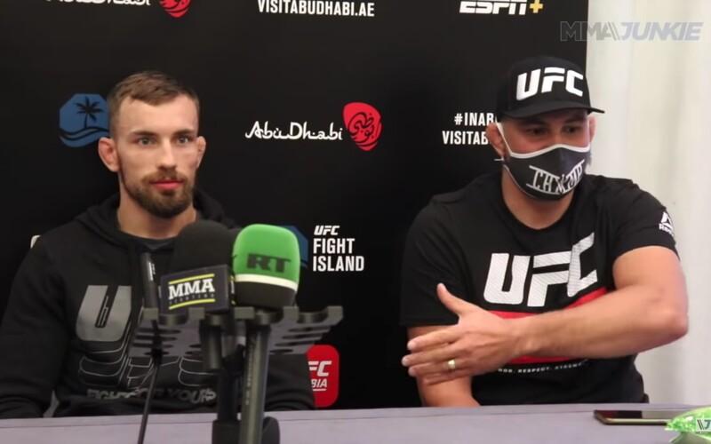 """VIDEO: Attila Végh tlumočil před novináři pro Ľudovíta Kleina: """"Jak jsi začínal bojovat a tyto k***tiny."""""""