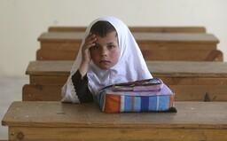 Afganskí chlapci sa môžu vrátiť do škôl. Dievčatá majú zostať doma