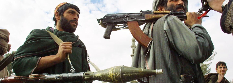 Tým mladých Afghánek loni vyvinul plicní ventilaci z autoodpadu. Teď musely uprchnout před Tálibánem