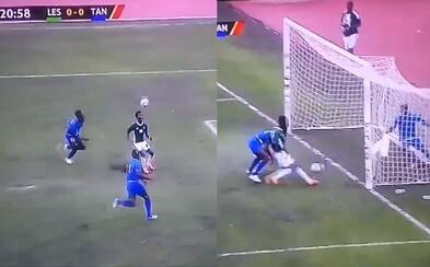 Afričania predviedli najväčšiu futbalovú tragikomédiu. Útočník minul v šanciach, ktoré by premenil aj amatér