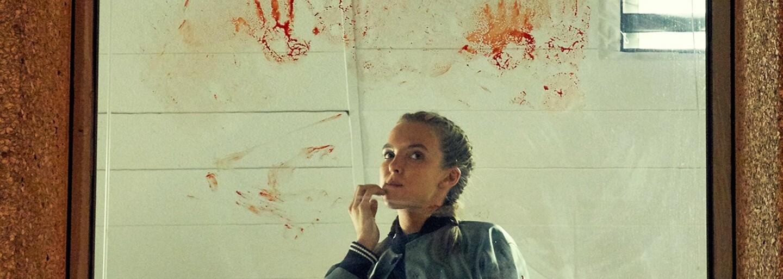 Agentka MI-5 sa hrá na mačku a myš s psychopatickou nájomnou vrahyňou v bláznivom britskom špionážnom seriáli plnom humoru a napätia