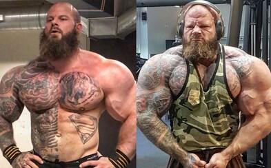 Agresívne vyzerajúci bodybuilder zabáva ľudí. Svojou reakciou na vtipné meme prekvapil internet