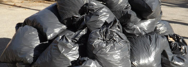 I smetí může být předražené. Návrháři vytvořili kožené pytle na odpadky za 9 000 Kč