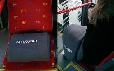 Ak ti bude v bratislavských autobusoch chladno, zahreje ťa MHDečka. Vtipné deky pobavili cestujúcich v našom hlavnom meste