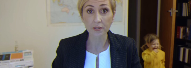 Ako by to dopadlo, ak by legendárny rozhovor pre BBC robila žena? Fantastické video vyrušeného profesora už má aj niekoľko skvelých paródií