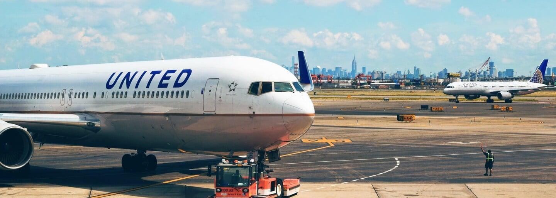 Ako môžu letecké spoločnosti predať viac leteniek, ako je sedadiel v lietadle?
