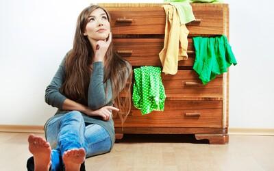 Ako nájsť dostatok miesta pre oblečenie aj v menšom byte?