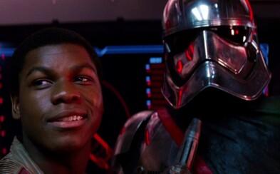 Ako sa Captain Phasma dostala z drviča odpadkov v The Force Awakens?