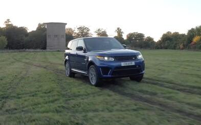 Ako sa dokáže 550-koňový Range Rover Sport SVR pri akcelerácii popasovať s rôznymi druhmi povrchov?