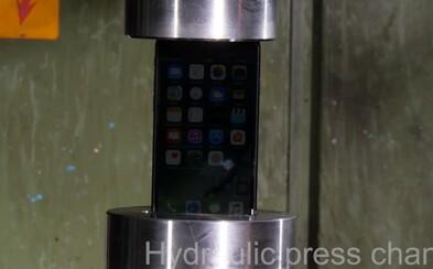 Ako sa iPhone 7 popasoval s hydraulickým lisom? Dal mu slušne zabrať a nevzdával sa bez boja