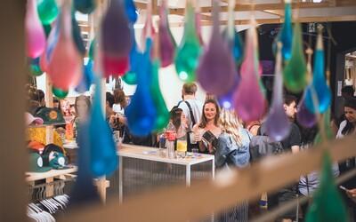 Ako to vyzeralo na jedinečnej kondomovej párty od Primeros? Nenechaj si ujsť fotoreport z centra Prahy