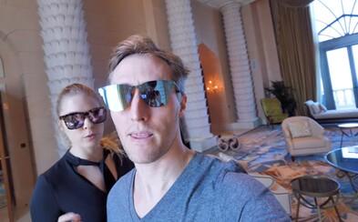 Ako v Dubaji vyzerá izba za 27-tisíc dolárov na noc? Sajfa sa na chvíľu nechal hýčkať v neuveriteľnom luxuse aj s manželkou