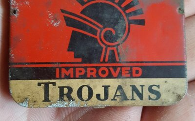 Ako vyzerajú 60-ročné kondómy, ktoré ležali zabudnuté v pivnici? Na svoj vek vôbec nie najhoršie