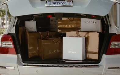 Ako zohnať oblečenie, topánky alebo doplnky od luxusných módnych značiek až o 80% lacnejšie?