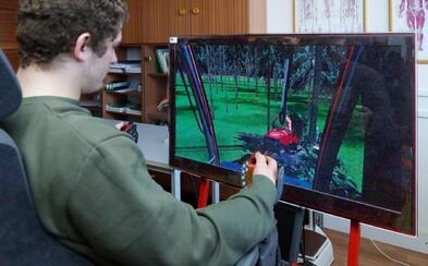 Ako zvládajú dištančné vyučovanie študenti, ktorí potrebujú prax? Táto škola investovala do dronov či zeleného plátna