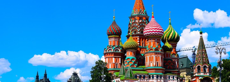 Aktivisté si utahují z ruských zákonů proti homosexualitě. Zakázanou duhovou vlajku vytvořili díky fotbalovým dresům